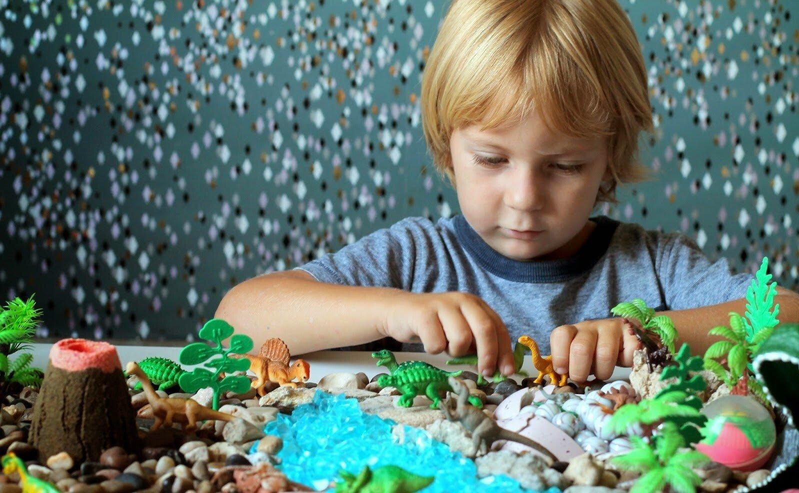 Коробка с динозаврами для детей
