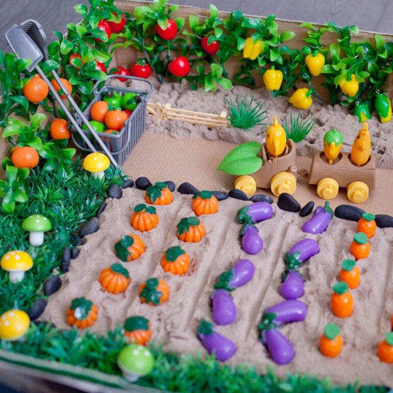 Сенсорная коробка огород для детей