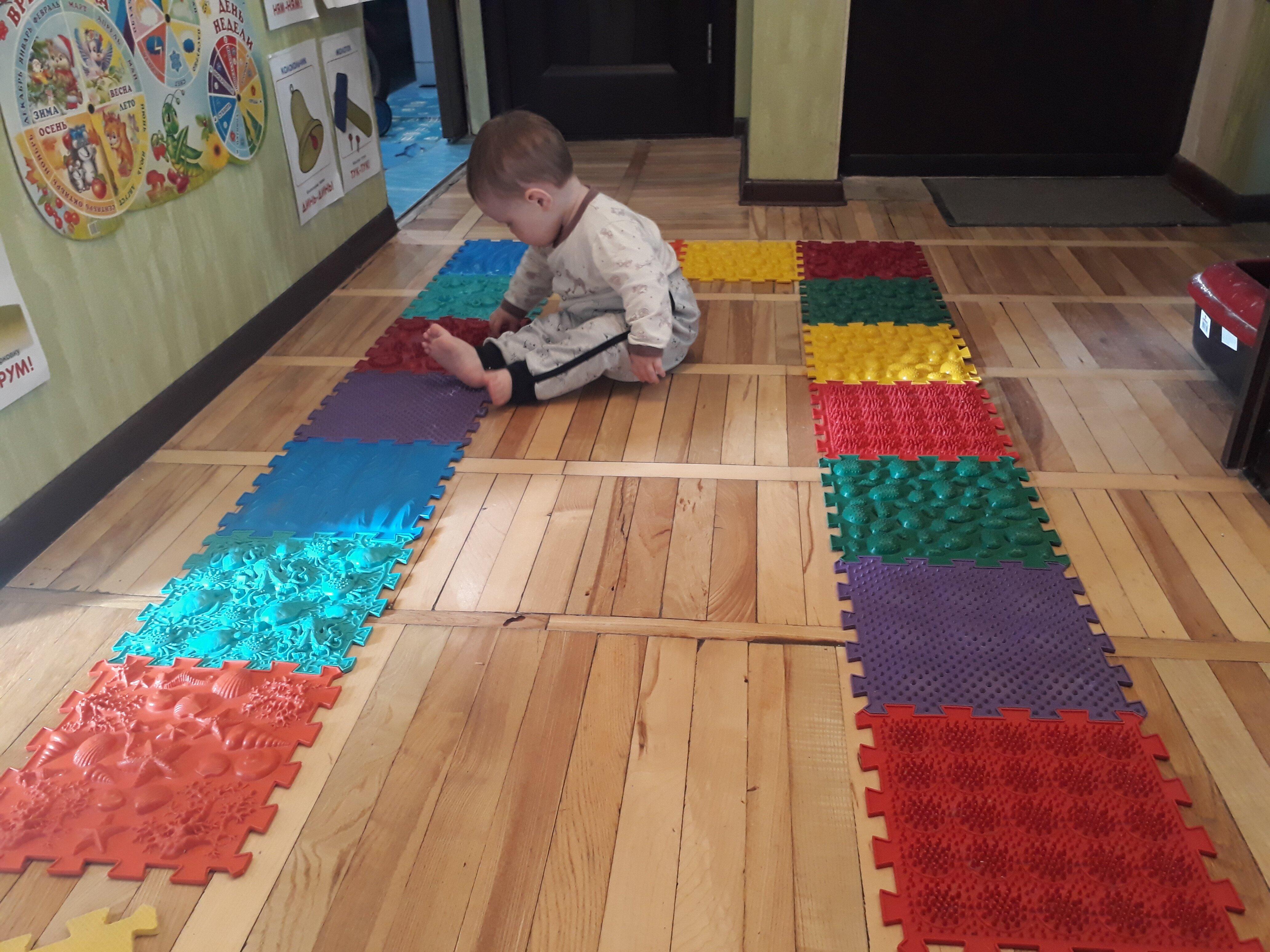 Полоса препятствий для малышей дома