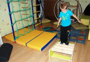 Полоса препятствий для детей своими руками дома