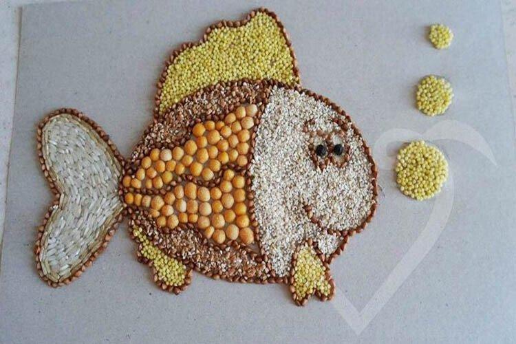 Аппликация рыбка из крупы