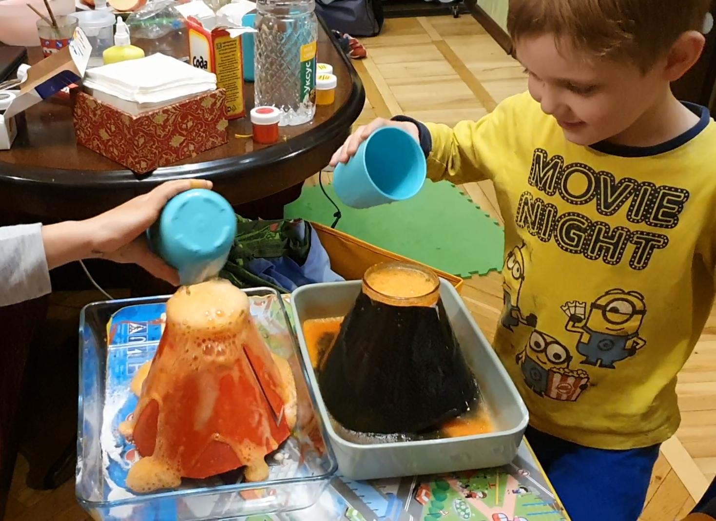 Делаем с детьми быстрое извержение вулкана