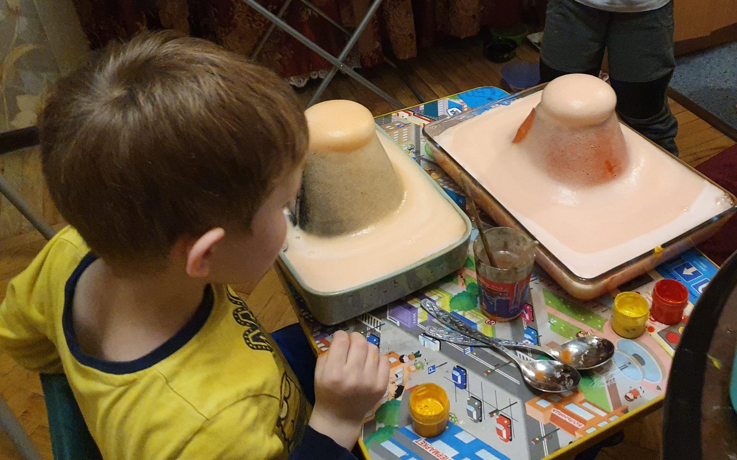 Делаем с детьми медленное извержение вулкана