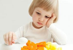 Девочка не хочет кушать