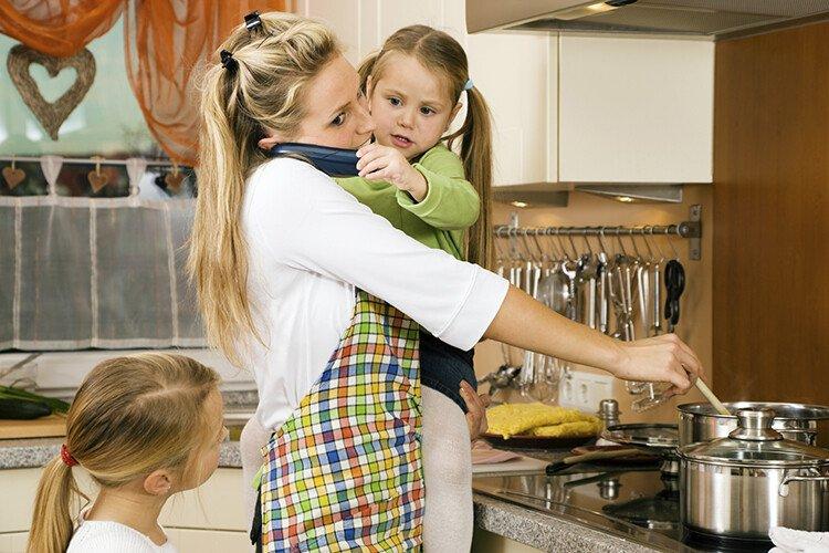 Занимаясь с детьми, не отвлекайтесь на рабочие и домашние дела