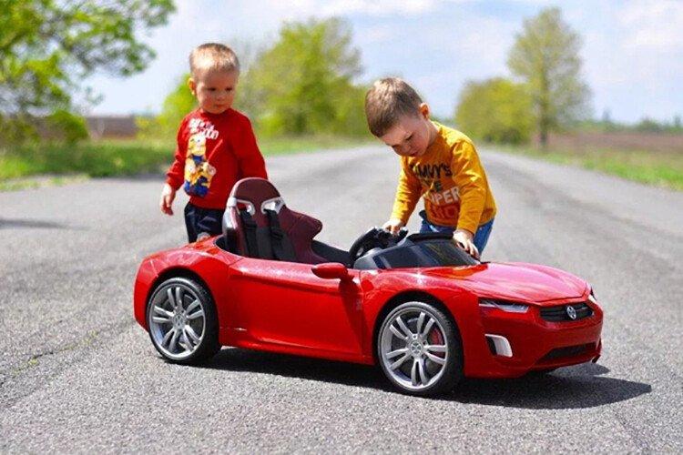 Электромобиль в подарок мальчику 3 лет