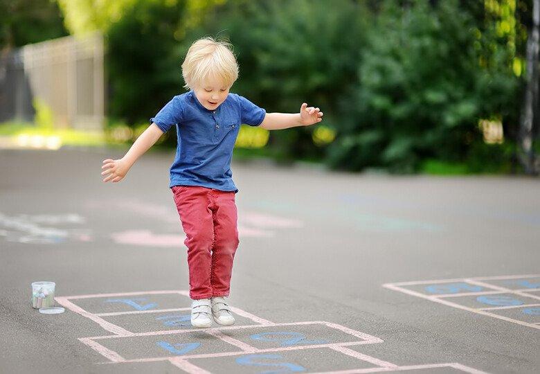 Игры с мелками на асфальте для детей