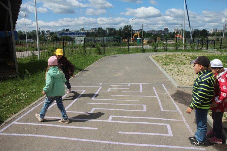 Игры с мелками на асфальте Лабиринт