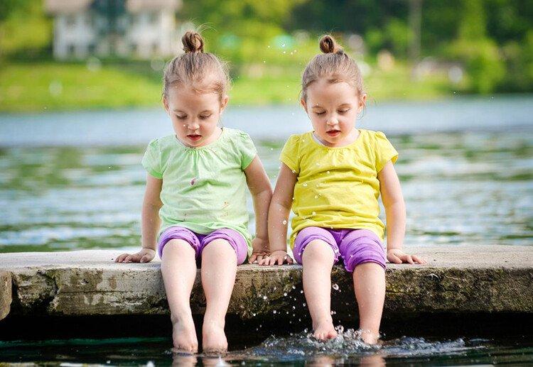 Советы по воспитанию близнецов и двойняшек